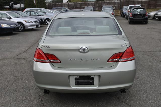 2010 Toyota Avalon full